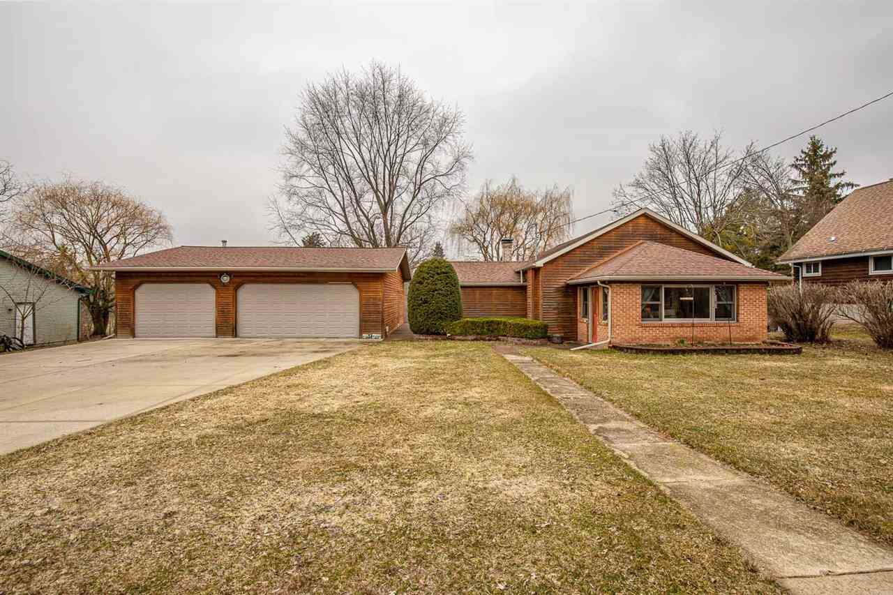 528 N Main St, Fall River, WI 53932 - #: 1879993