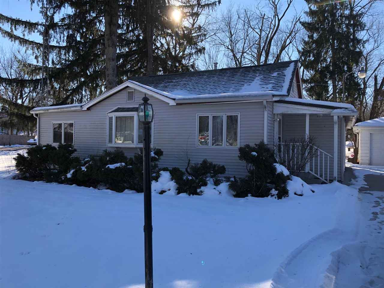 f_1900994_01 Properties For Sale in Edgerton