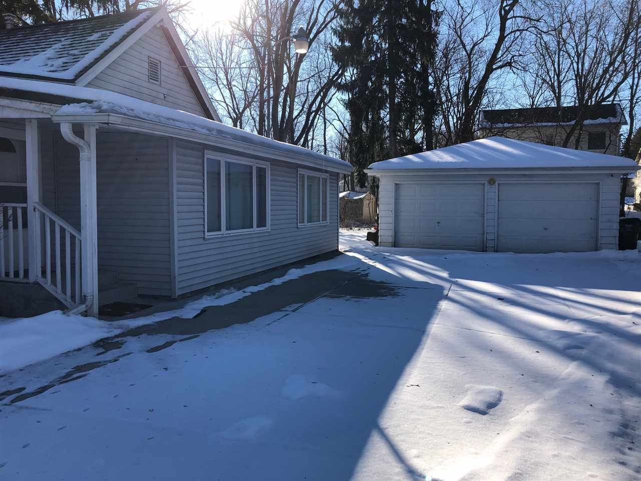 f_1900994_02 Properties For Sale in Edgerton