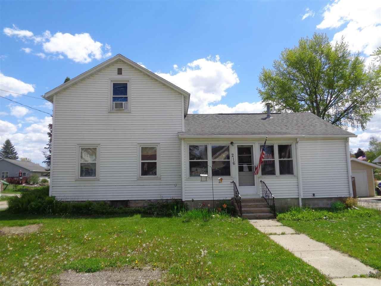 216 Spring St, Fox Lake, WI 53933 - #: 1908995