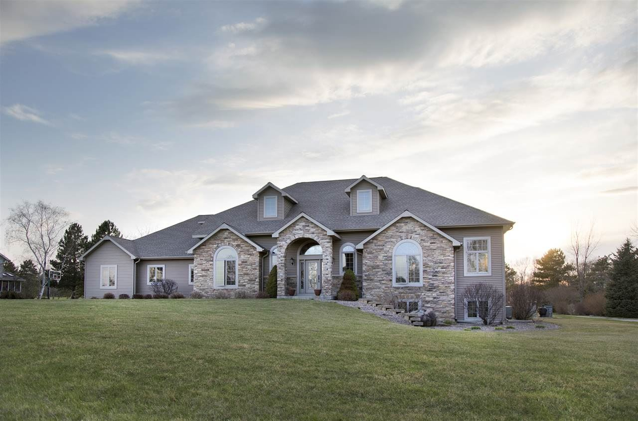N883 Fairway Dr, Fort Atkinson, WI 53538-9598 - #: 1893996