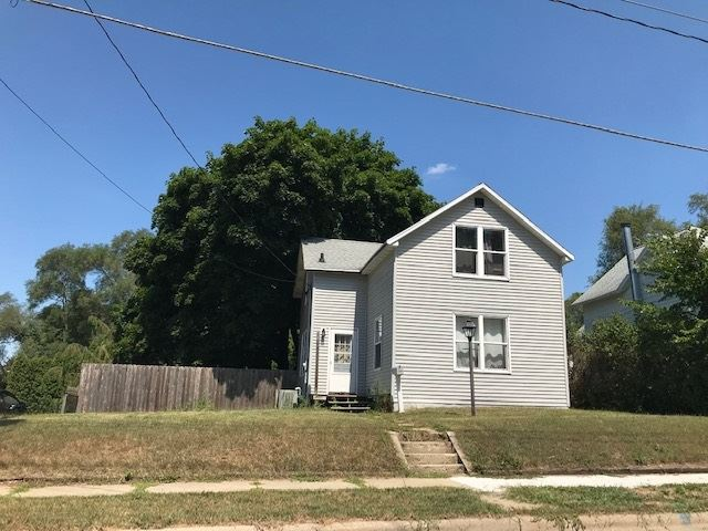 1016 E South St, Stoughton, WI 53589 - #: 1890997