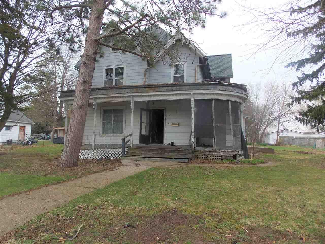 216 W Main St, Benton, WI 53803 - #: 1905998