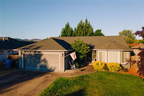 Photo of 338 Candis Drive, Eagle Point, OR 97524 (MLS # 220125129)