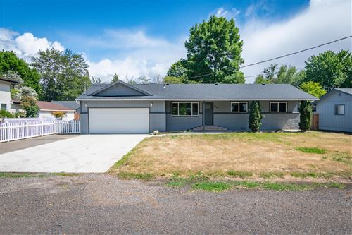 Photo of 763 S Royal Avenue, Eagle Point, OR 97524 (MLS # 220125173)