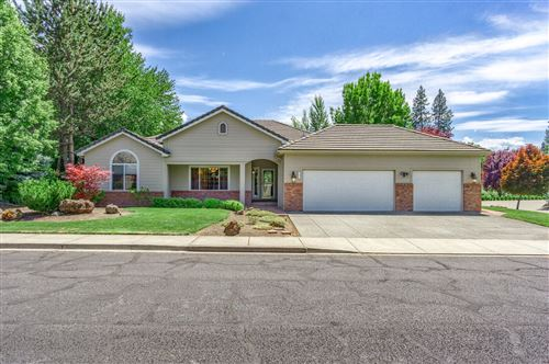 Photo of 147 Princeville Drive, Eagle Point, OR 97524 (MLS # 220125182)