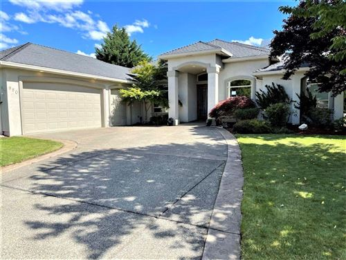 Photo of 950 St Andrews Way, Eagle Point, OR 97524 (MLS # 220125216)