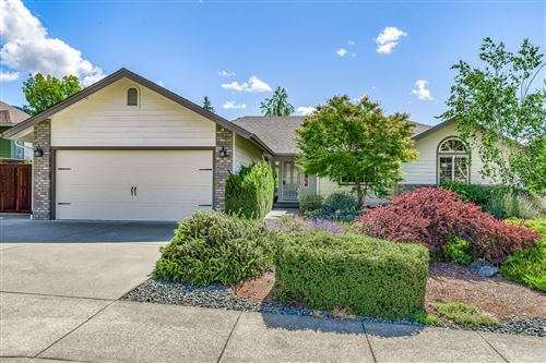 Photo of 2001 NW Crown Street, Grants Pass, OR 97526 (MLS # 220125225)