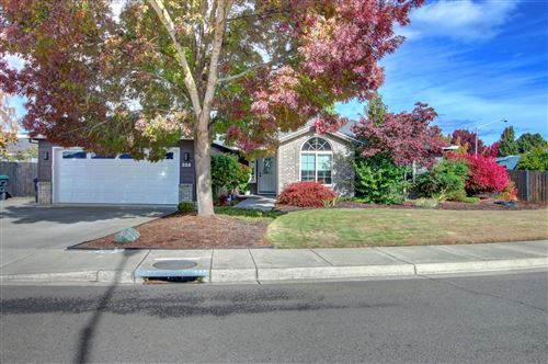 Photo of 325 Willow Bend Way, Central Point, OR 97502 (MLS # 220134331)
