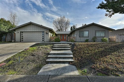Photo of 3120 Pepperwood Drive, Medford, OR 97504 (MLS # 220111450)