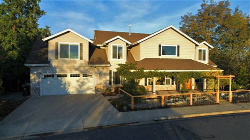 Photo of 1025 NW Starlite Place, Grants Pass, OR 97526 (MLS # 220111458)