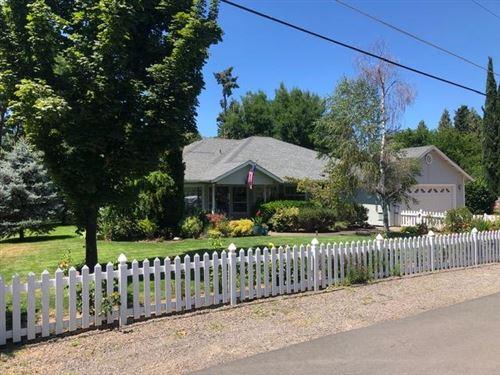 Photo of 1492 Magnolia Avenue, Medford, OR 97501 (MLS # 220104529)