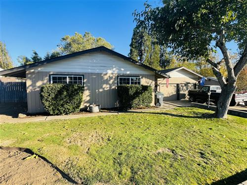 Photo of 1318 Hybiscus Street, Medford, OR 97504 (MLS # 220111563)