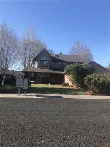 Photo of 5112 Villa Drive, Klamath Falls, OR 97603 (MLS # 220121800)