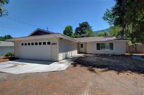 Photo of 1651 Carnahan Drive, Grants Pass, OR 97527 (MLS # 220127863)