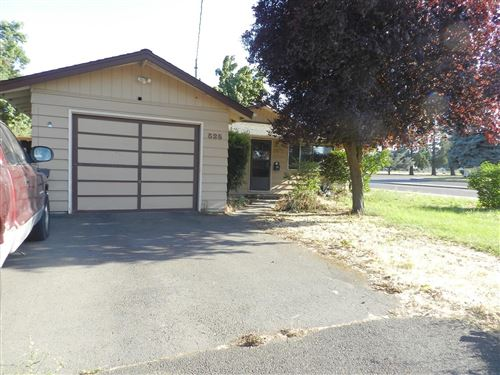 Photo of 525 Holmes Avenue, Medford, OR 97501 (MLS # 220127869)