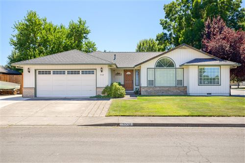 Photo of 3320 Wellington Drive, Medford, OR 97504 (MLS # 220106911)