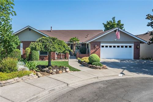 Photo of 3061 Westminster Drive, Medford, OR 97504 (MLS # 220127933)