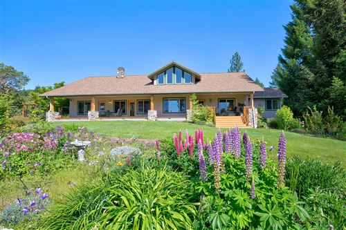 Photo of 1030 N Pinnon Road, Grants Pass, OR 97526 (MLS # 220101946)
