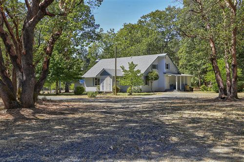 Photo of 390 Boyer Road, Grants Pass, OR 97526 (MLS # 220106950)