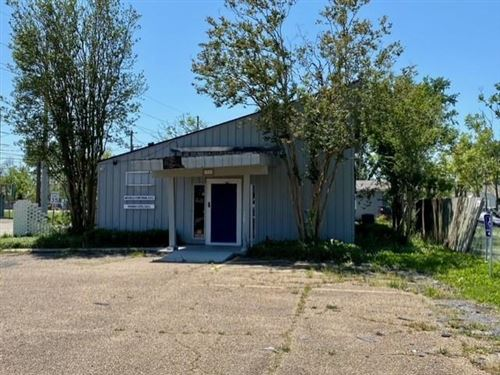 Photo of 1333 Oak Park Boulevard, Lake Charles, LA 70601 (MLS # SWL21001272)