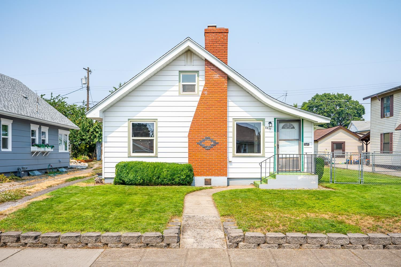 827 E Glass Ave, Spokane, WA 99207 - #: 202120040