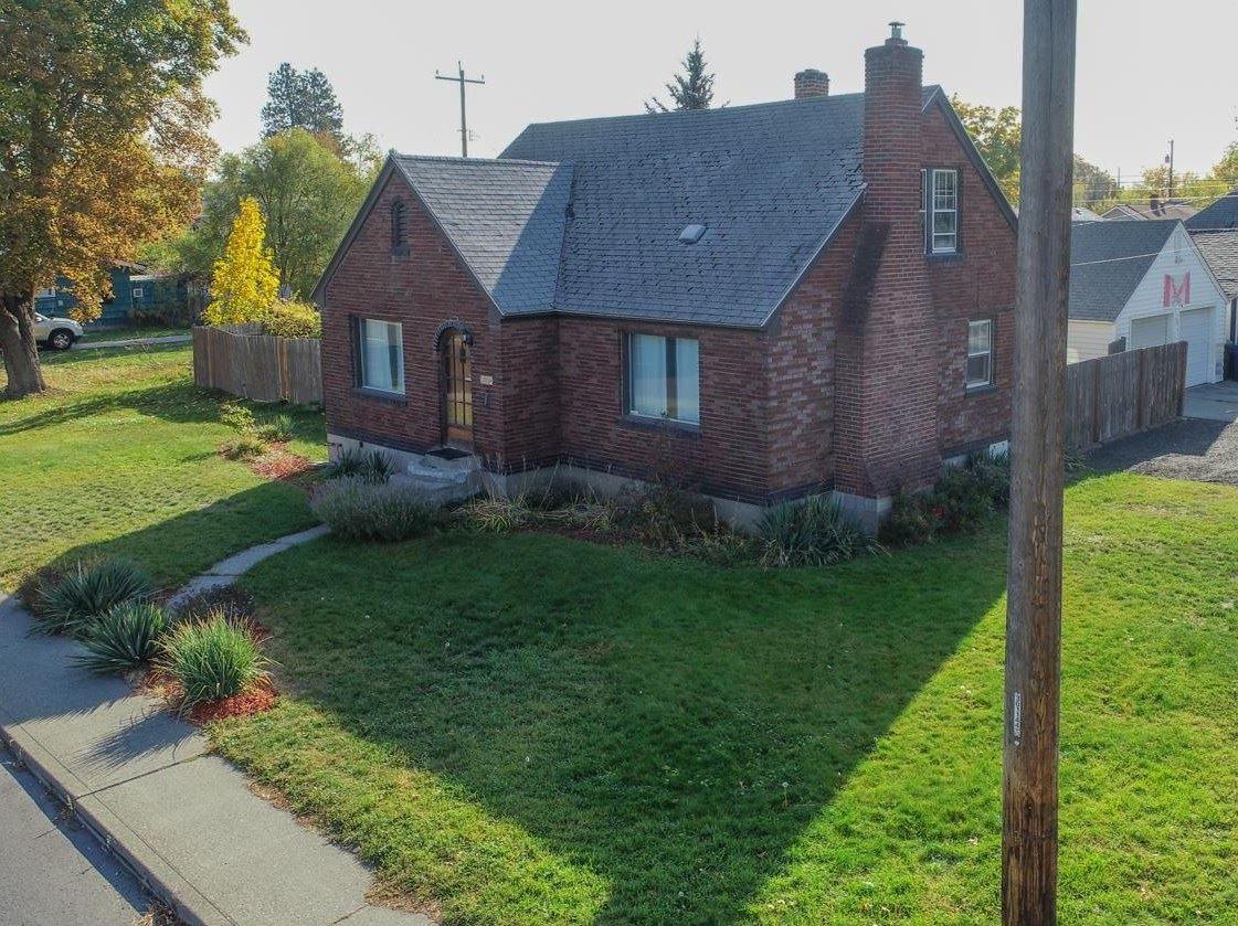 Photo of 804 E Wellesley Ave, Spokane, WA 99207 (MLS # 202124095)