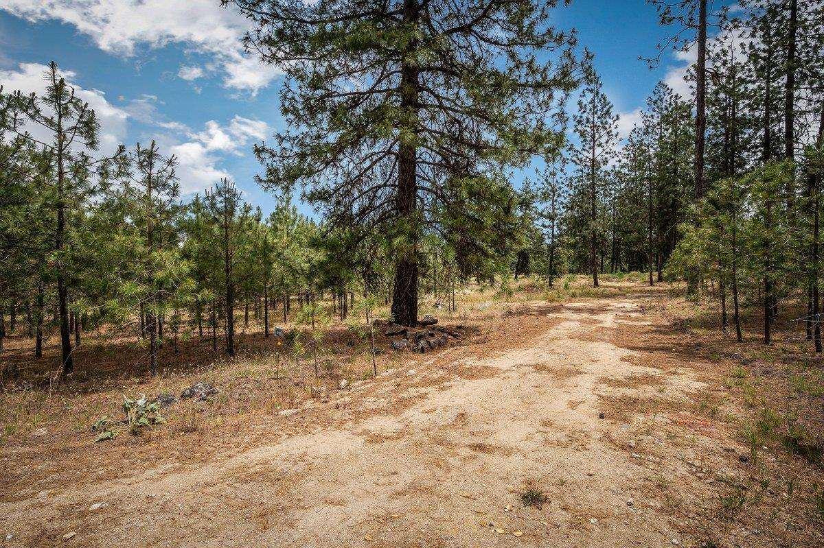 Photo of 21413c N Felspar Rd, Deer Park, WA 99006-5395 (MLS # 202117209)