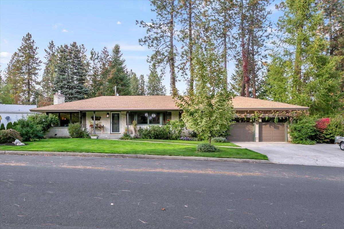 1010 W Briar Cliff Dr, Spokane, WA 99218 - #: 202123729