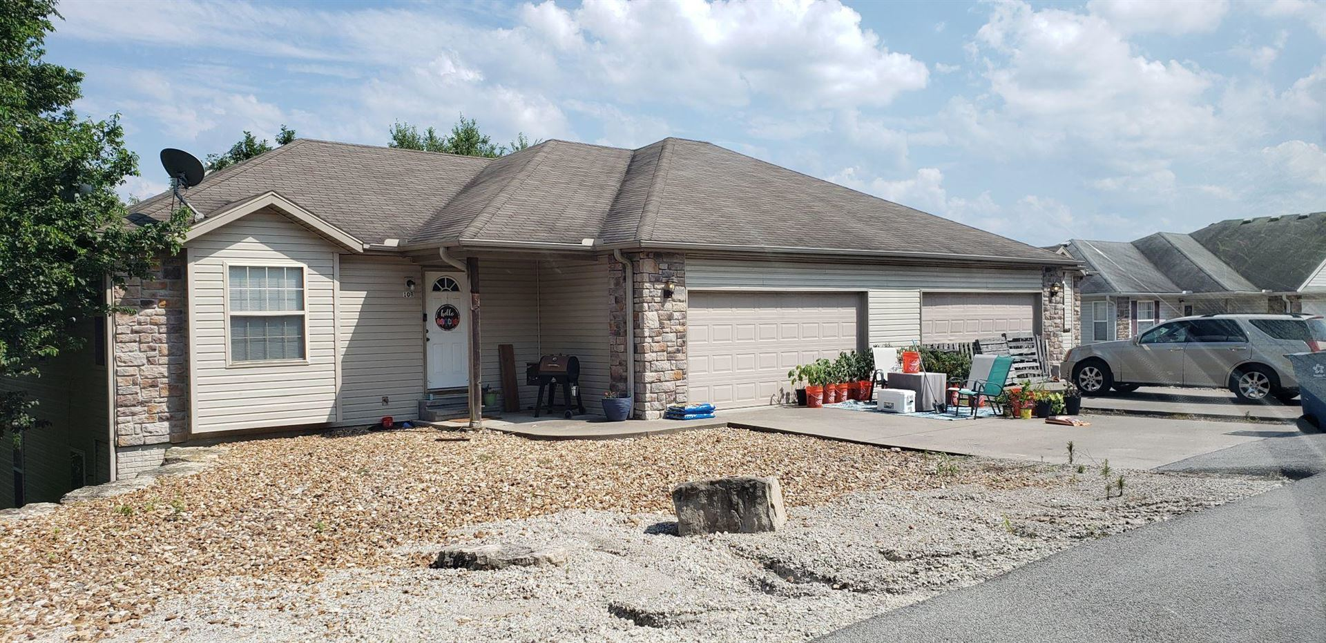 Photo of 10 A & B East Valleyview Drive, Kimberling City, MO 65686 (MLS # 60195046)