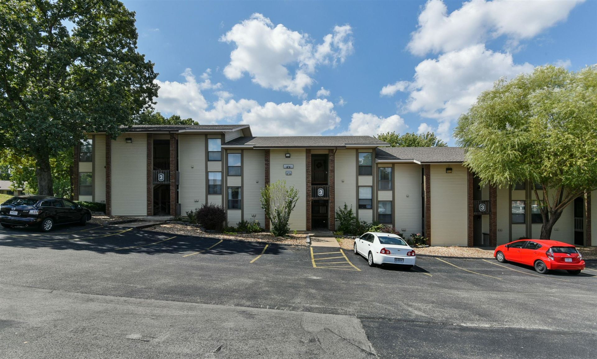 Photo of 187 Clubhouse Drive #19, Branson, MO 65616 (MLS # 60201372)