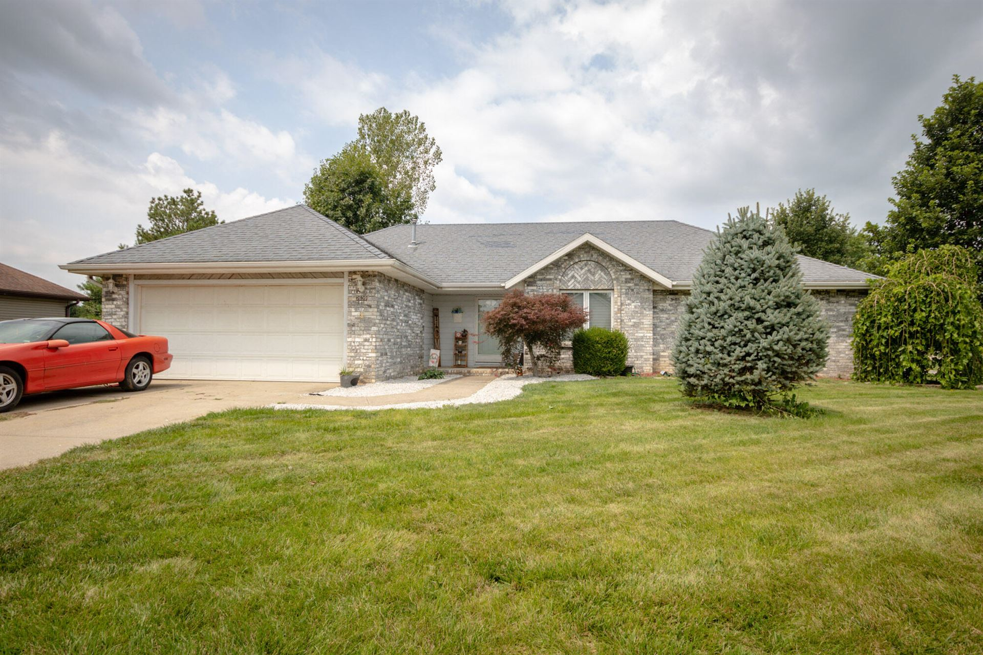 Photo of 2639 North Wildberry Court, Springfield, MO 65802 (MLS # 60197686)
