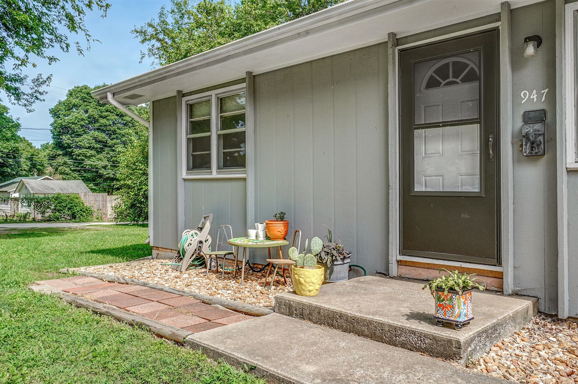 Photo of 945 947 South Fort Avenue, Springfield, MO 65806 (MLS # 60197687)