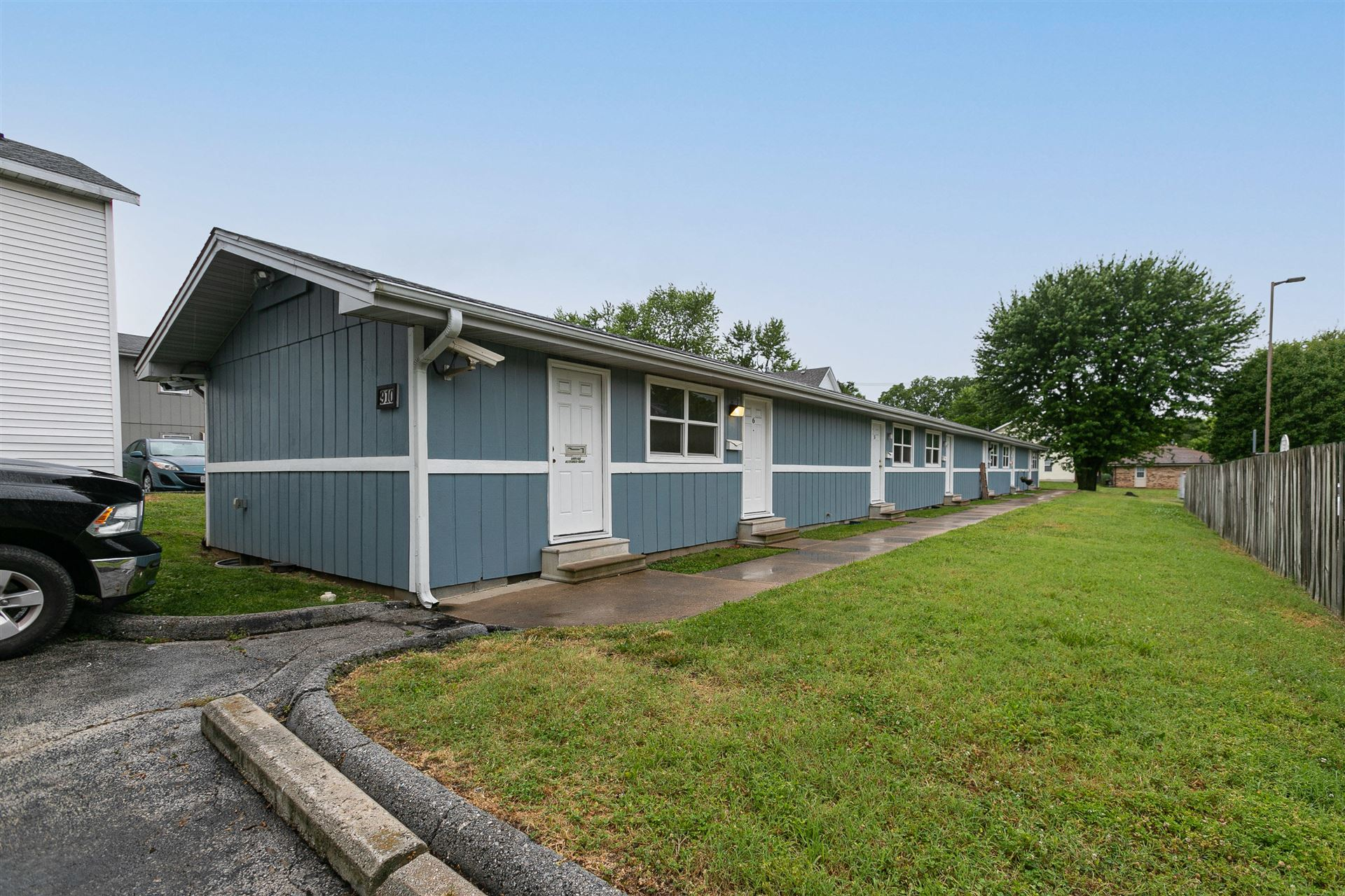 Photo of 910 South Campbell Avenue, Springfield, MO 65806 (MLS # 60193710)