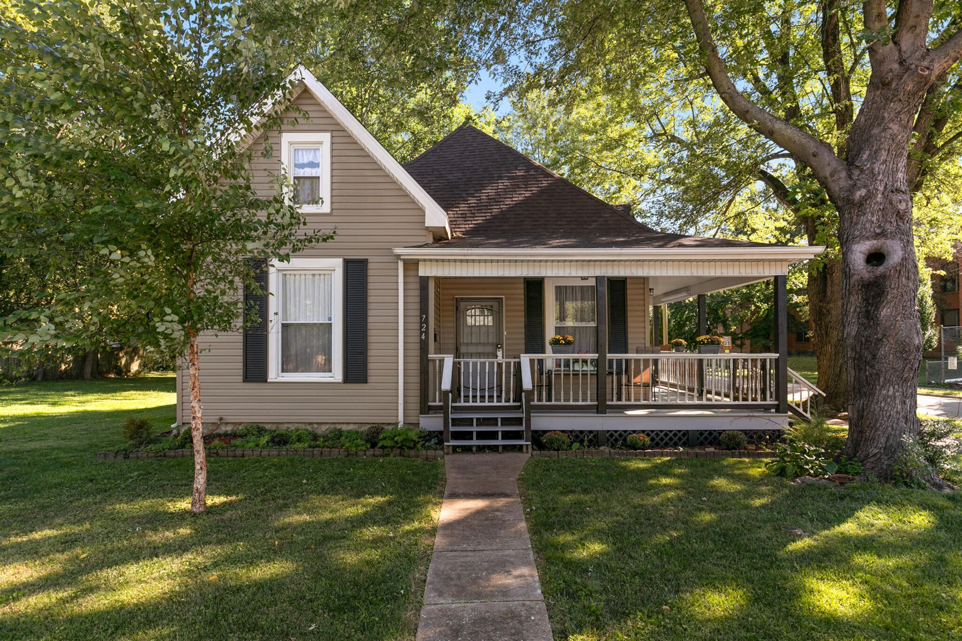 Photo of 724 West Division Street, Springfield, MO 65803 (MLS # 60203773)