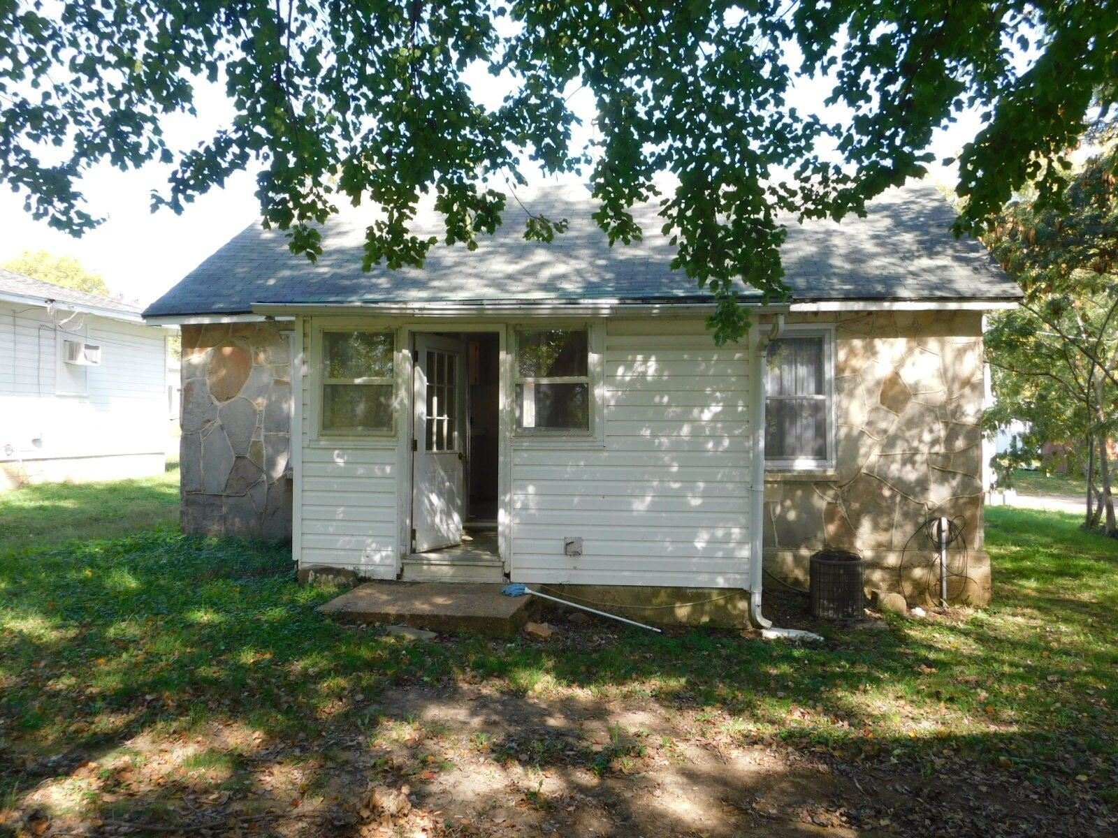 Photo of 307 West 1st Street, Mountain View, MO 65548 (MLS # 60203775)
