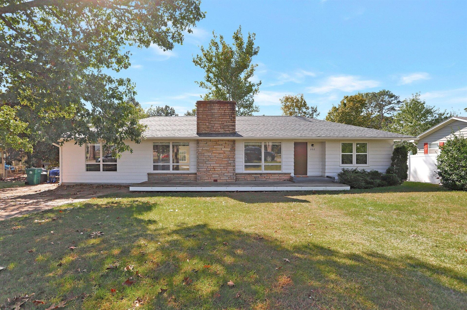 Photo of 202 West 10th Street, Willow Springs, MO 65793 (MLS # 60203784)