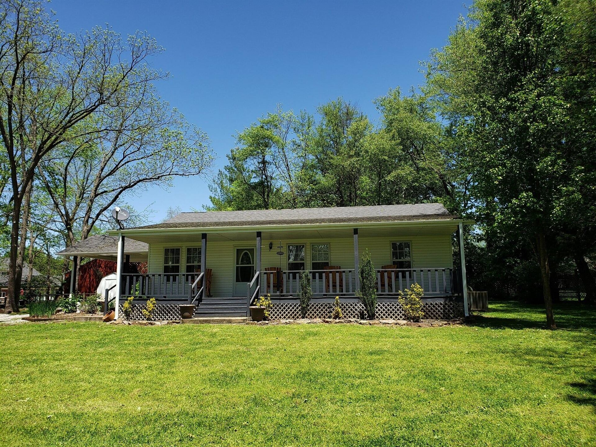 Photo of 122 West 1st Street, Mountain View, MO 65548 (MLS # 60199887)