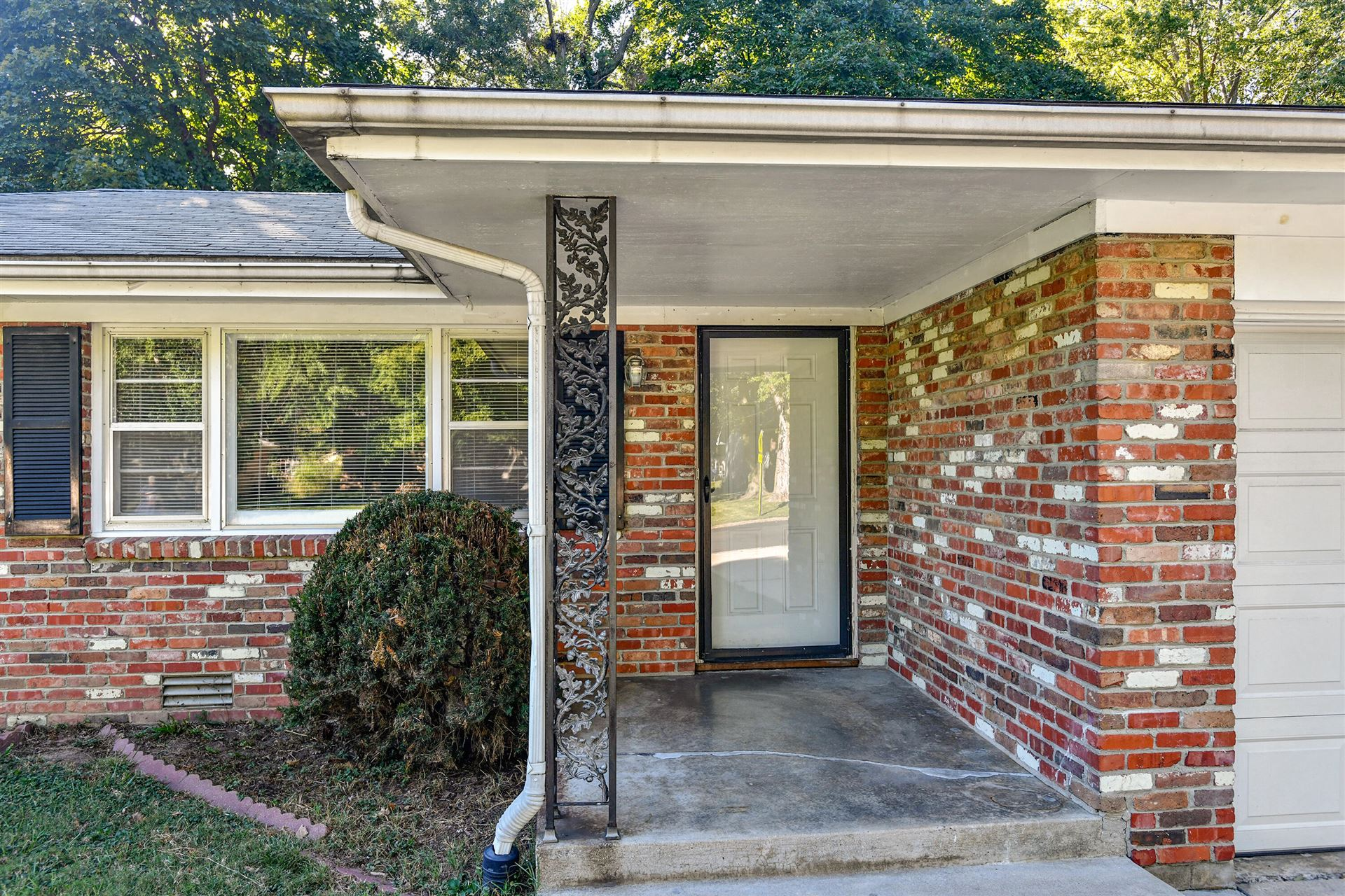 Photo of 2443 South Dollison Avenue, Springfield, MO 65807 (MLS # 60201921)