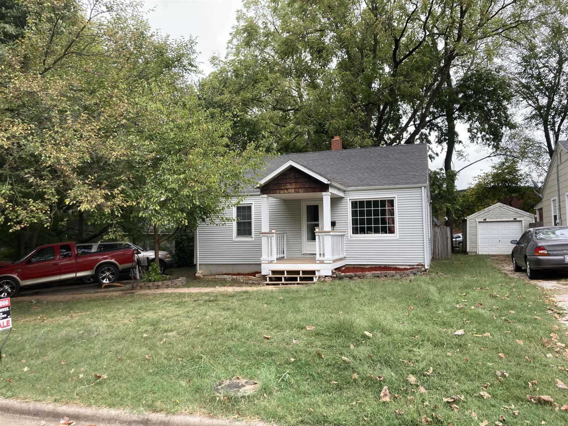 Photo of 622 South Kentwood Avenue, Springfield, MO 65802 (MLS # 60201992)