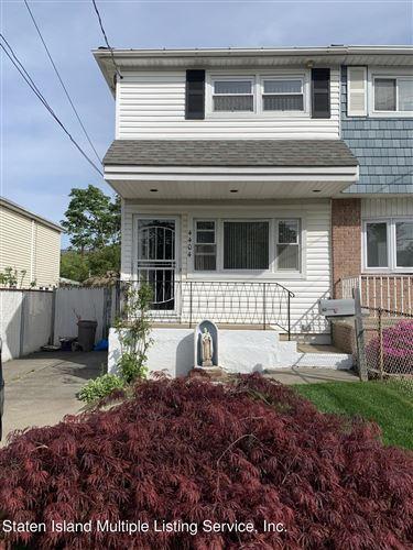 Photo of 4404 Hylan Boulevard, Staten Island, NY 10312 (MLS # 1146037)