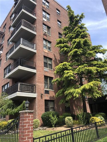Photo of 145 Lincoln 2t Avenue #2t, Staten Island, NY 10306 (MLS # 1137098)