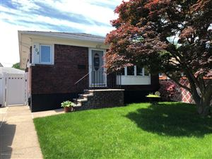 Photo of 208 Hull Avenue, Staten Island, NY 10306 (MLS # 1129100)