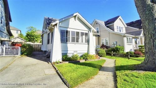 Photo of 666 Annadale Road, Staten Island, NY 10312 (MLS # 1146148)