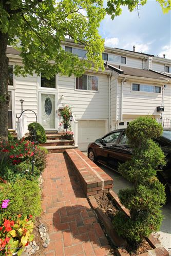 Photo of 83 Dover Green, Staten Island, NY 10312 (MLS # 1138172)