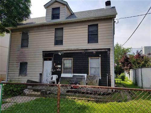 Photo of 46 Wayne Street, Staten Island, NY 10310 (MLS # 1129205)
