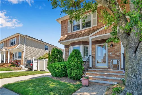 Photo of 39 Thornycroft Avenue, Staten Island, NY 10312 (MLS # 1137238)