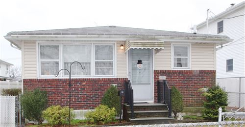 Photo of 38 Chesterton Avenue, Staten Island, NY 10306 (MLS # 1134272)