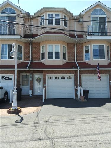 Photo of 28 Farrell Court, Staten Island, NY 10306 (MLS # 1137301)