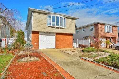 Photo of 715 Katan Avenue, Staten Island, NY 10312 (MLS # 1142319)